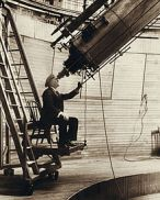 220px-Percival_Lowell_observing_Venus_from_the_Lowell_Observatory_in_1914